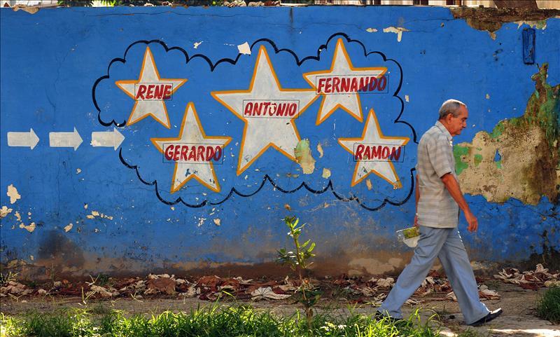 El cubano René González obtiene su libertad, pero deberá permanecer en EE.UU.