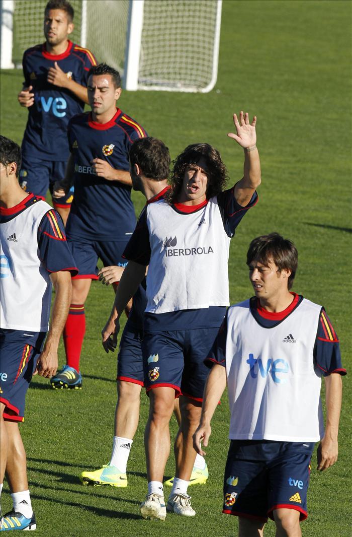 España se entrena sin Ramos y con Alonso recuperado antes partir a Alicante