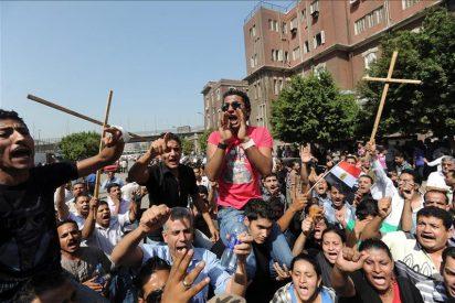 El funeral por los coptos fallecidos se tiñe de ira contra el ejército egipcio
