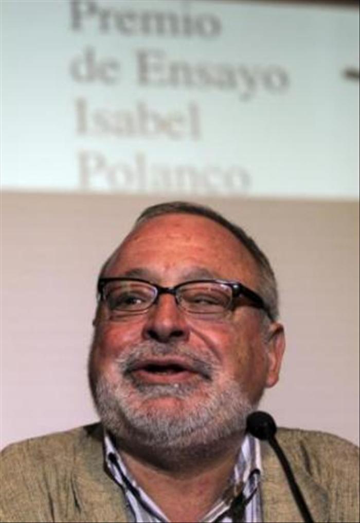 El colombiano Carlos Granés Maya gana el Premio de Ensayo Isabel Polanco