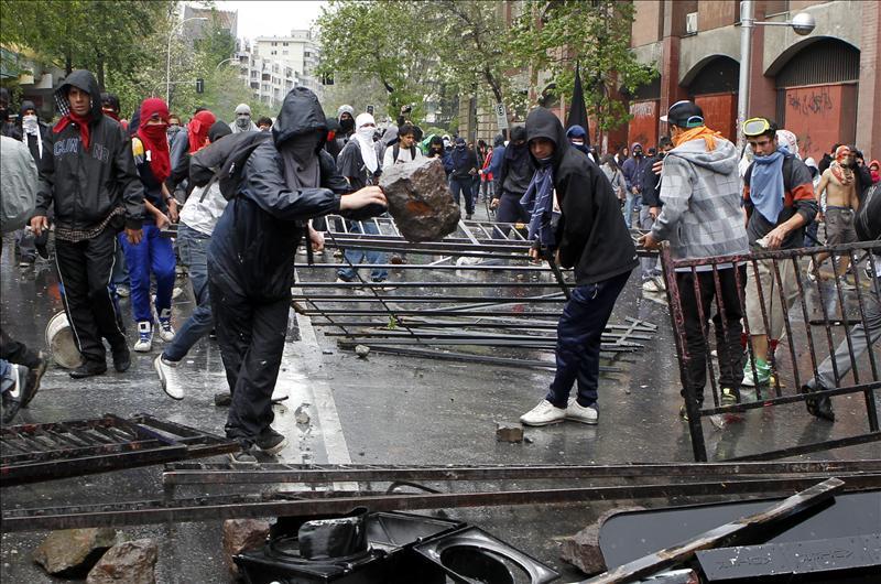 Santiago de Chile vuelve a amanecer con barricadas