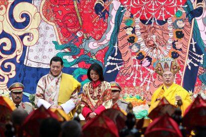 El rey de Bután se casa con una plebeya