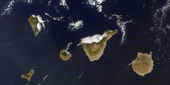 La erupción submarina de El Hierro es visible desde el espacio