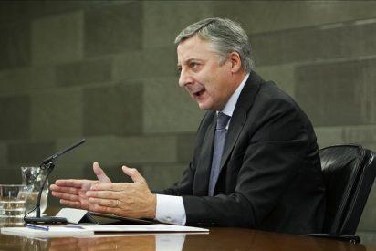 El ministro 'Pepiño' Blanco se bate en retirada en todos los frentes
