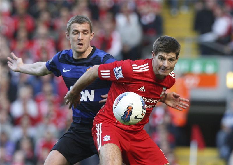 Chicharito salva un punto para el Manchester United en el clásico de Anfield