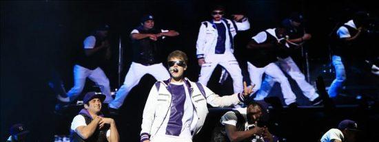 El pop juvenil de Justin Bieber desata la pasión de más de 50.000 chilenas