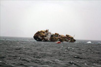 Lucha contrarreloj para extraer combustible de barco naufragado en N. Zelanda