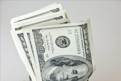 El euro baja en la apertura a 1,3704 dólares en Fráncfort
