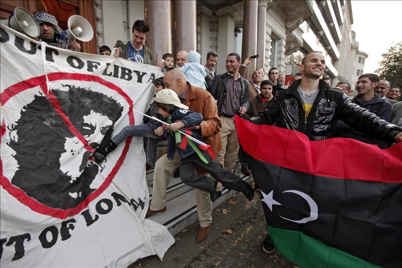 """Chávez califica de """"mártir"""" a Gadafi y dice que lo asesinaron"""
