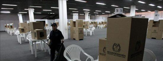 Las mesas de votación se abren en Colombia para elegir a gobernadores y alcaldes