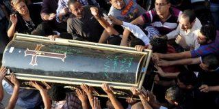 El Ejército egipcio lanzó cadáveres de manifestantes coptos al Nilo