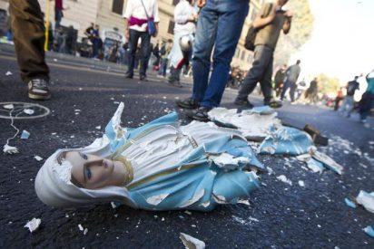 """Iglesia católica condena como """"profanación"""" la irrupción de """"indignados"""" en un templo de Roma"""