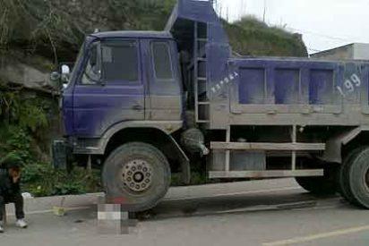 Un camionero chino aplasta al niño que atropelló para no pagar hospital