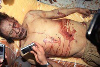 Pillan a Gadafi en una alcantarilla y lo matan como a una rata
