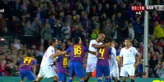 Kanouté agredió a Cesc porque se sintió insultado por el futbolista culé