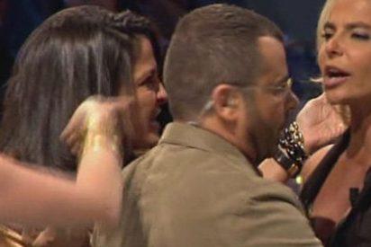 Leticia Sabater enloquece en 'Acorralados': Se despelota en directo y casi agrede a Aída Nízar