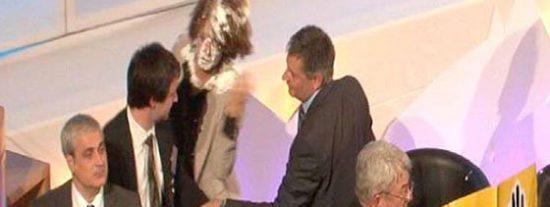 Del tiro en la nuca al tiro a la tarta: Bildu-ETA agrede a la presidenta de la Comunidad de Navarra, Yolanda Barcina
