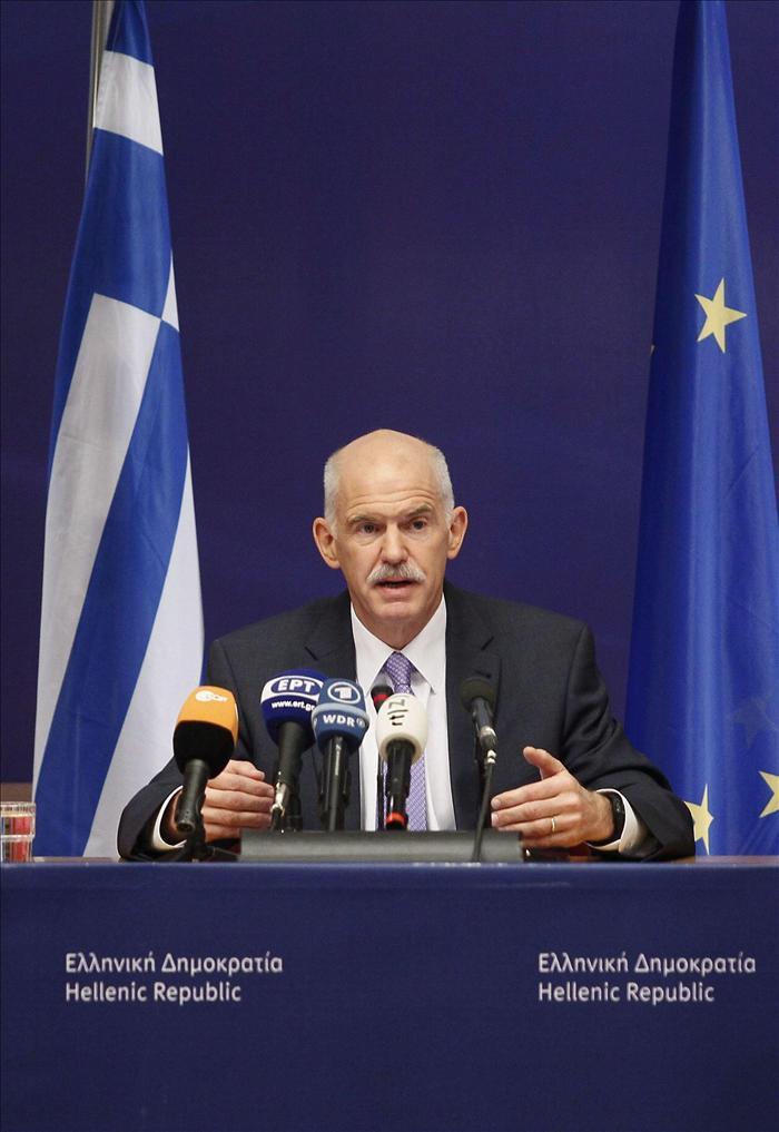 Papandreu renuncia pero no revela a su sucesor