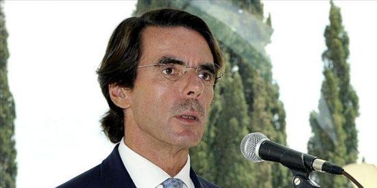 """Aznar dice que el PP recibirá un """"completo desastre"""" y aboga por una mayoría para sacar al país del """"agujero"""""""