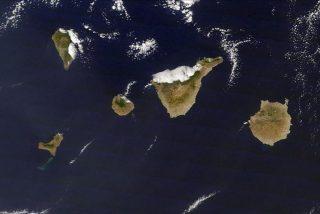 El volcán retuerce las 'tripas' de la la isla de El Hierro