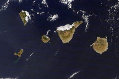 El volcán de El Hierro vuelve a lanzar magma humeante a la superficie
