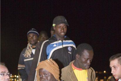 Rescatados 46 inmigrantes en una embarcación frente a la costa granadina
