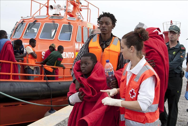 Rescatada una patera con 55 inmigrantes subsaharianos al noroeste de Alborán