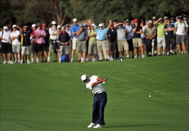Tiger Woods toma el mando en Australia