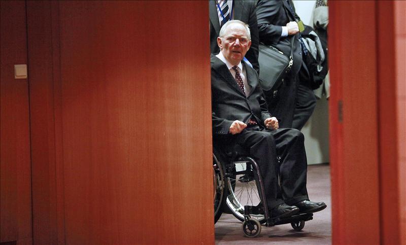 Schäuble propone delegar competencias financieras a la UE frente a la crisis