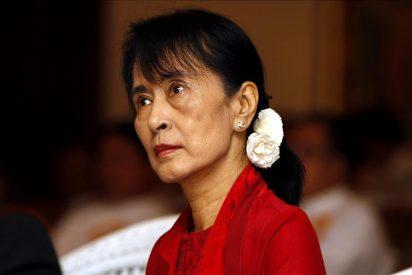 Suu Kyi cumple un año de libertad en una Birmania que se reforma