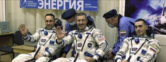 La nave rusa Soyuz TMA-22 despega rumbo a la EEI con tres astronautas a bordo