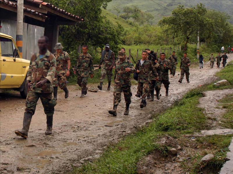 Las FARC persistirán en buscar una solución política pero sin un desarme previo