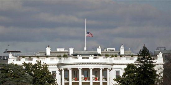 Servicio secreto investiga la procedencia de una bala que alcanzó Casa Blanca