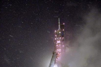 La nave Soyuz TMA-22 se acopla con éxito a la Estación Espacial Internacional