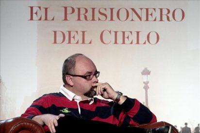 Carlos Ruiz Zafón desencalla la trama de su famosa saga con la tercera entrega