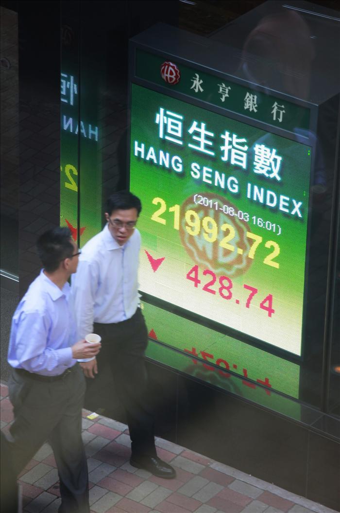 El índice Hang Seng bajó 167,62 puntos,0,88% a media sesión, hasta 18.793,28
