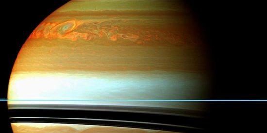La sonda Cassini documenta el desarrollo de una tormenta gigante en Saturno