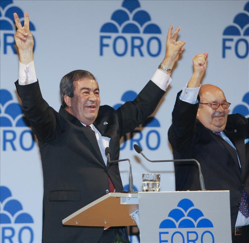 Cascos defiende la gestión de Aznar frente a un Rajoy que no sabe qué hacer