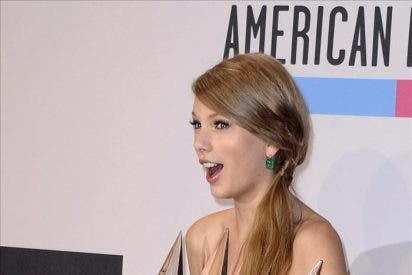 La cantante Taylor Swift se impone en los American Music Awards