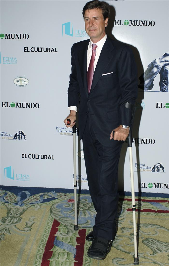 Cayetano Martínez de Irujo, operado de una rodilla tras un accidente hípico