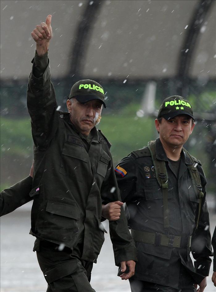 Colombia celebra el regreso de un superviviente y aguarda aún los restos de los cuatro ejecutados