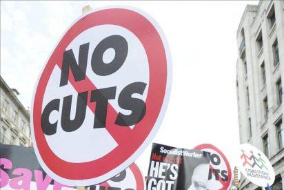 Cierran los colegios y aplazan miles de operaciones quirúrgicas en R.Unido