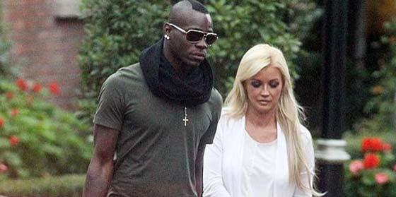 Cazan al futbolista Balotelli tras una sesión de sexo con una actriz porno