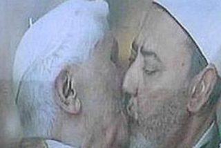 El beso entre el Papa y un imán, nueva campaña de Benetton