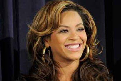 Beyoncé se puso tetas falsas para salir pechugona en las fotos