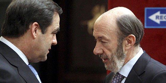 Lucha fratricida entre Rubalcaba y Bono por el control el aparato en el PSOE