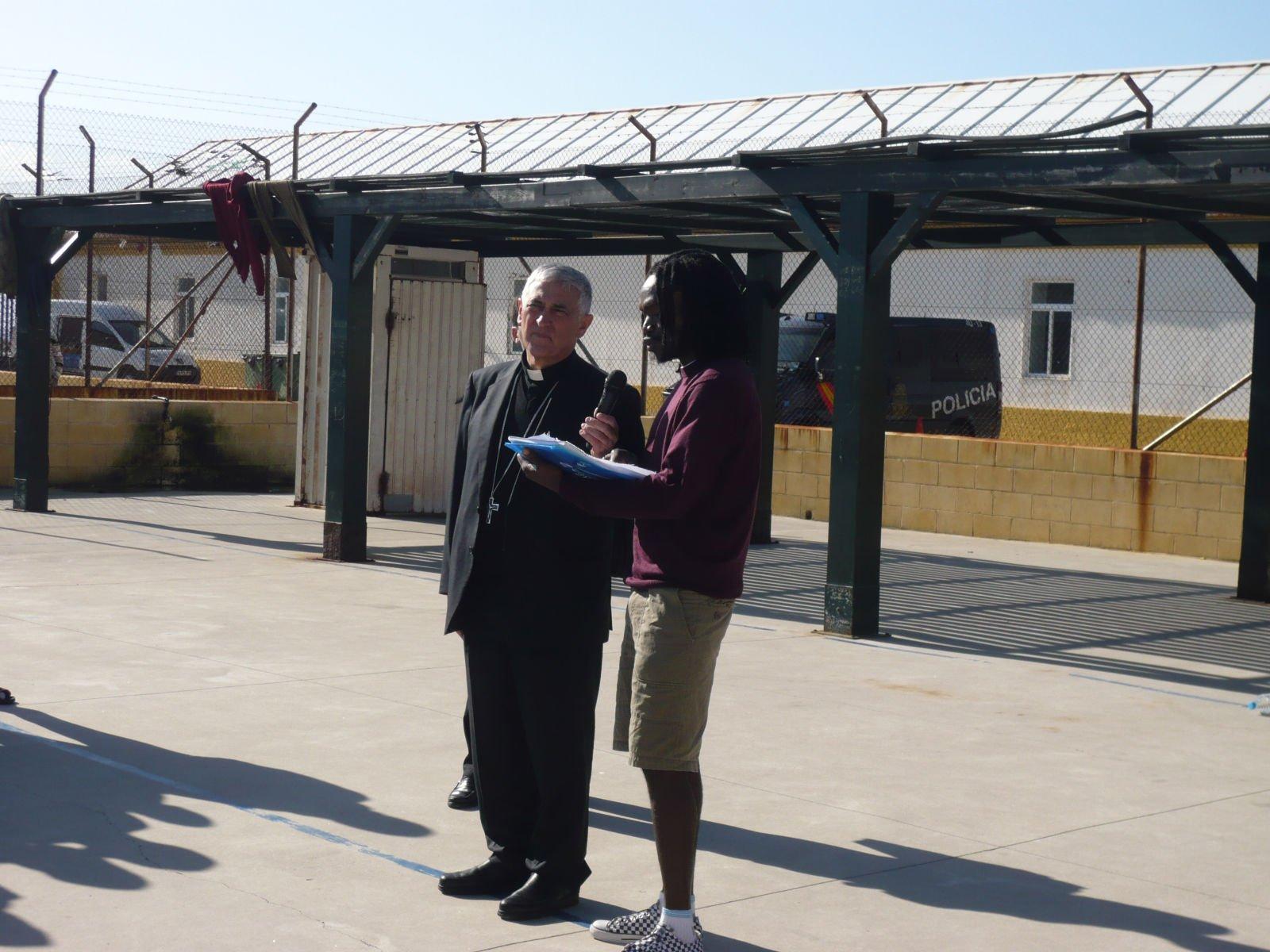 Zornoza, con los inmigrantes en el CIE de Tarifa