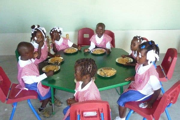 Mensajeros de la Paz trae niños de Haití para tratamiento médico