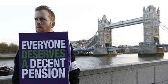 La huelga en Gran Bretaña se ceba con sanidad y educación