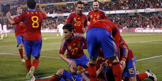 España evita otra patada a la estrella en el tiempo de descuento